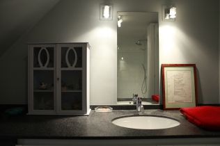 Salle de bain noire